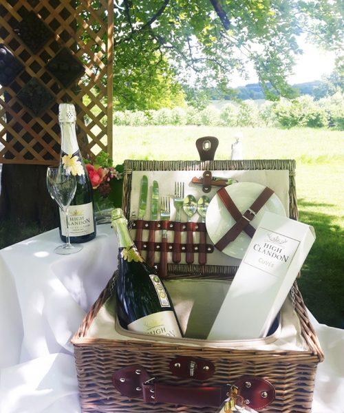 High Clandon picnic hamper with chill compartment